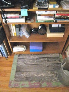 This is the bottom half of the stand-up desk.