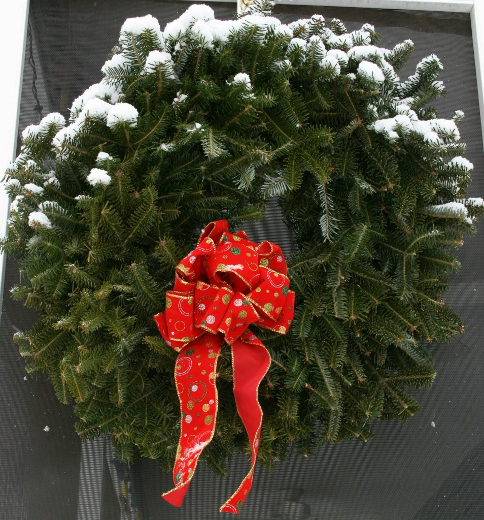 a photo of a snowy wreath